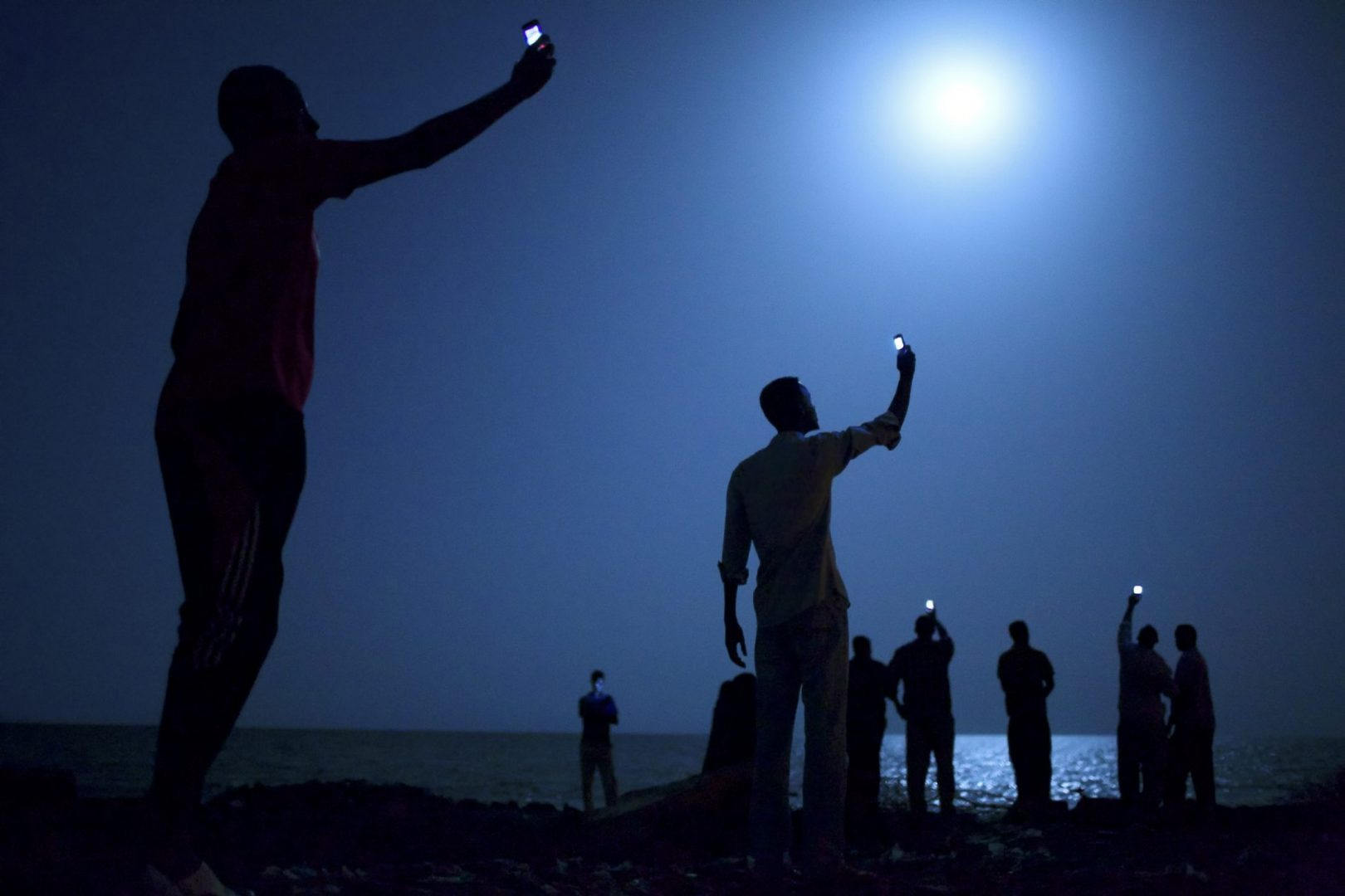 Somali's wave their mobile phones doing what is called among locals as  Catching - Stanmeyer Workshops